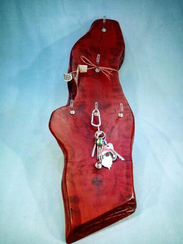 A10, dřevěná dekorační klíčenka, staré dřevo, mořené - červená, d- 28 cm, v 87 cm - 650 Kč