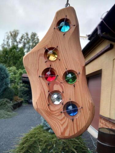A14, závěsná dekorace, na zahradu či do bytu, modřín, jablonecké sklo, efekt proti slunci, d- 14 cm, v - 28 cm - 550 Kč