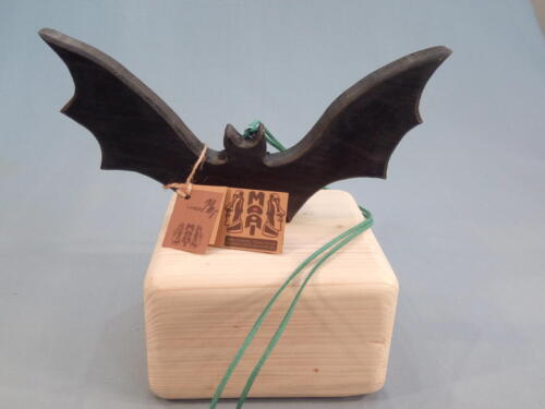A8, netopýr, závěsný, ze smrku - opálené dřevo, nebo barvené. d - 25 cm , v - 13 cm - 190 Kč