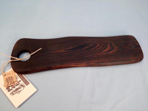 P5, jasanové prkénko, malé, skladné, opálené dřevo, d- 42 cm, š - 11cm, v - 1,5 cm - 220 Kč