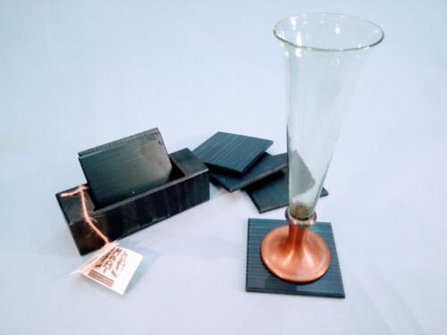 T1, dřevěné podtácky, 10 x 10 cm, v krabičce je 6 podtácků -  jedno balení 250 Kč