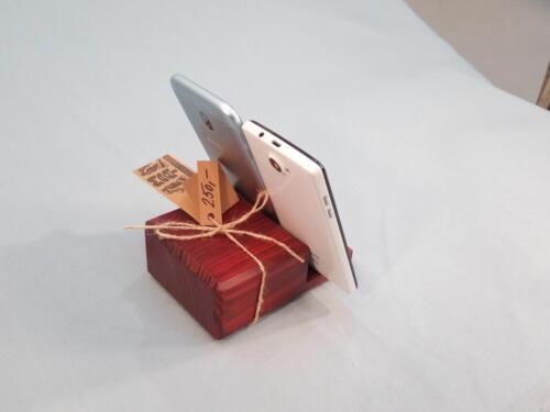 M10, dřevěný stojánek na mobilní telefon, smrk , barva červená - 250 Kč