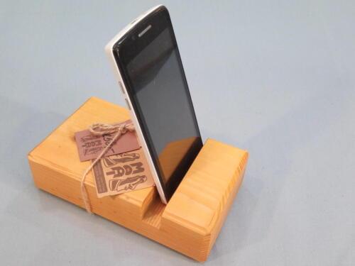 M2, praktický,  dřevěný stojan na mob. telefon - smrk - barva žlutá - 250 Kč