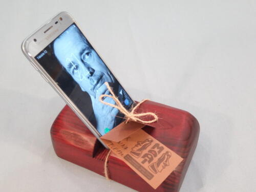M4, dřevěný stojan na mobilní telefon - smrk, barva červená - 250 Kč