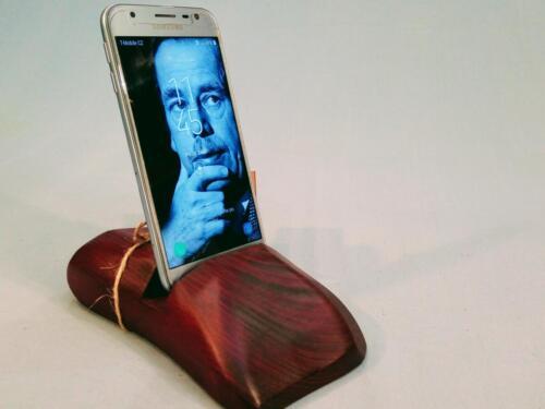 M5, dřevěný stojan na mobilní telefon, smrk , barva - červená - 250 Kč