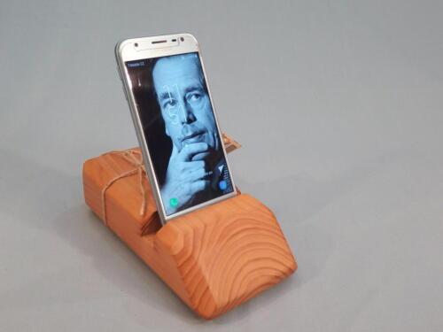 M7, dřevěný stojan na mob. telefon, praktický, dobrý úchop a zároveň dekorační, smrk, barva přírodního dřeva - 250 Kč