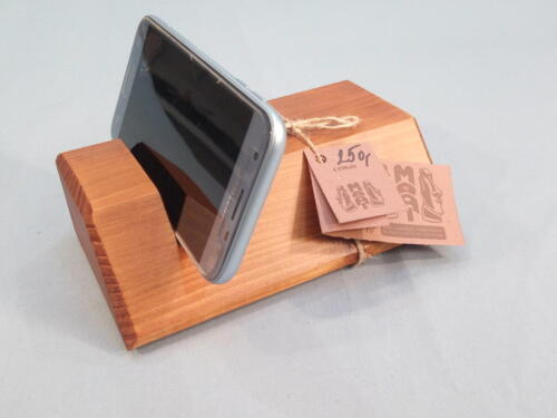 M9, dřevěný stojan na mob. telefon, stojánek lze využít i na fotografie, dopisy - lze improvizovat, smrk, přírodní barva - 250